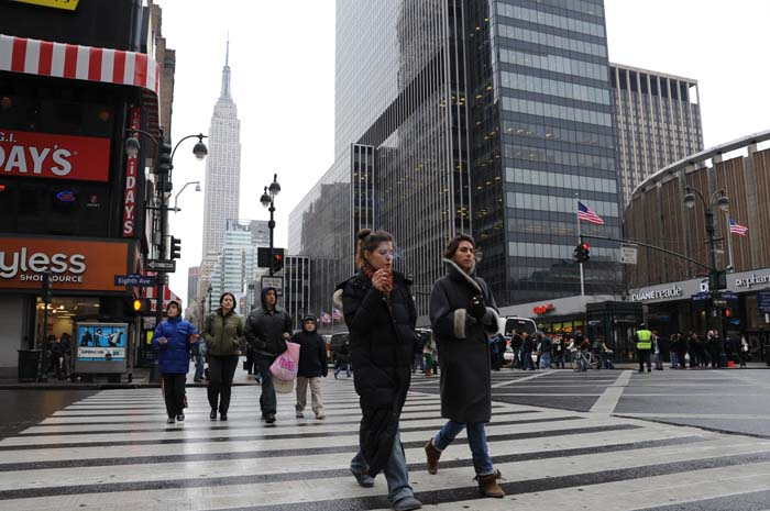 Bad weather, cold in the big city! Photo: Lesley Rochat
